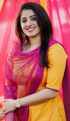 Beautiful Blonde Girl, Beautiful Girl Indian, Most Beautiful Indian Actress, Cute Beauty, Beauty Full Girl, Beauty Women, Desi Girl Image, Beautiful Women Over 40, Beautiful Smile