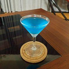 青が綺麗 味はテキーラが強め  #バカラ #baccarat #ウォッカ #vodka #テキーラ #tequila #ホワイトキュラソー #ブルーキュラソー #レモンジュース  #cocktail  #cocktails  #cocktails  #カクテル  #お酒  #お酒好き #アルコール #alcohol  #バー #bar #bartender #お酒好きな人と繋がりたい #お家カクテル  #お家バー  #家飲み #カクテル好き
