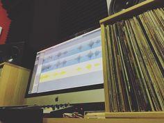 Estoy en @showtimeestudio currando y dice @juangavira_ que está de camino que no tarda. De mezcla y mastering va la cosa. [Contacta con el estudio para grabar mezclar y/o masterizar tu proyecto en hola@ShowtimeEstudio.com o a través de la web]  #johnmidas #laherenciademidas #juangavira #grabacion #mezcla #masterización #rap #hiphop #rapespañol #hiphopespañol