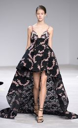 View all the catwalk photos of the Giambattista Valli haute couture spring 2016 showing at Paris fashion week. Couture Week, Style Haute Couture, Spring Couture, Couture Fashion, Runway Fashion, Paris Fashion, Fashion Week, Star Fashion, High Fashion