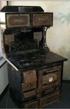 Vintage home stove. Antique Wood Stove, How To Antique Wood, Old Wood, Vintage Wood, Old Stove, Stove Oven, Victorian Kitchen, Vintage Kitchen, Alter Herd
