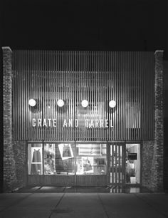 Original Crate & Barrel store at 1510 N. Wells Street in the Old Town neighborhood, 1968.