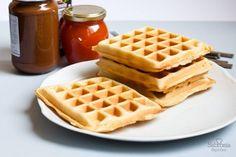 Aprende a hacer gofres de una forma sencilla y práctica con fotos del paso a paso. Salen esponjosos y ligeramente dulces, un desayuno para toda la familia. Beignets, Churros, Croissant, Pancakes, French Toast, Cooking Recipes, Easy Recipes, Deserts, Brunch