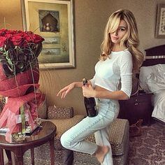 Find images and videos about girl, fashion and cute on We Heart It - the app to get lost in what you love. Alena Shishkova, Girls With Flowers, Work Hairstyles, Woman Wine, Luxe Life, Boss Babe, Luxury Lifestyle, Girl Birthday, Birthday Ideas