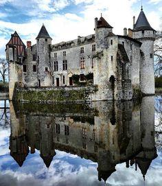 Château de la Brède. https://instagram.com/p/BhgT8Xjhp5f/