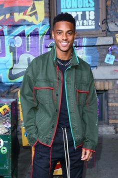 Keith Powers Photos Photos - Keith Powers attends VH1 Hip Hop Honors: The 90s Game Changers at Paramount Studios on September 17, 2017 in Los Angeles, California. - 'VH1 Hip Hop Honors: The 90's Game Changers' at Paramount Studios