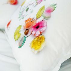 flower lover's ƈ ᴼ ᵀ ᵀ ᴬ ᴳ ᴱ Happy Spring, Spring Home, Weekend Cottages, Turbulence Deco, Welcome Spring, Little Girl Rooms, Candy Colors, House Colors, Decorating Your Home