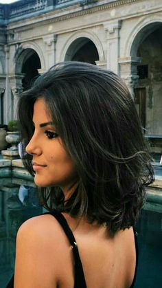 40 Stunning Medium Hairstyles Ideas For Women - The medium hairstyle is among the most famous hair lengths worn by both the normal lady and the big-name diva the same. The medium length hair, in rea. Short Straight Hair, Short Hair Cuts, Short Black Hair, Long Bob, Bob Hairstyles, Straight Hairstyles, Middle Hairstyles, Black Hairstyles, Trendy Hairstyles