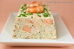 oix de Saint-Jacques et les crevettes. Dans un robot mettre l'autre moitié du saumon, les blancs d'oeufs, du sel et du poivre. Mixer par im...