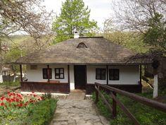 Palatul Culturii si Bojdeuca lui Ion Creanga Moldova, Romania, Gazebo, Outdoor Structures, Traditional, Country, House Styles, Plants, Beautiful