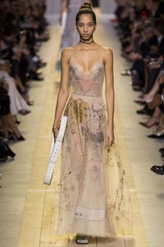 Christian Dior Spring 2017 Ready-to-Wear Fashion Show - Yasmin Wijnaldum