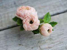 Купить Зажим для волос Ранункулюсы - кремовый, невеста, персиковый, подарок, цветы в прическу, цветы в украшении