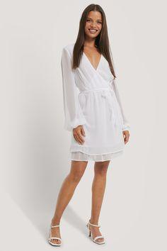 Chiffon, Pret A Porter Feminin, Cold Shoulder Dress, White Dress, Dresses, Fashion, Dressed In White, Dress Ideas, Fashion Ideas
