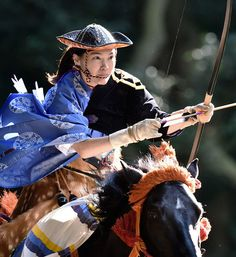 "Images taken November in Meiji Jingu during the annual Yabusame (horse back archery) festival. Text and photography by Bernard Languillier "" Mounted Archery, Japan Art, Tokyo Japan, Martial Arts Women, Art Japonais, Kendo, Japanese Beauty, Military Art, Japanese Kimono"