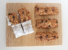 Low FODMAP Muesli (Granola) Bars Just made them, SO yummy! Changed some of the ingredients a bit - used walnuts instead of the nut and seed mix, didn't use as much brown sugar or butter and added a bit of maple syrup! Allergy Free Recipes, Fodmap Recipes, Bar Recipes, Snack Recipes, Fodmap Diet, Low Fodmap, Fodmap Foods, Fructose Free Recipes, Fructose Malabsorption