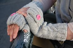 Ravelry: Commuter Fingerless Mittens pattern by Stephanie Sun. An optional hidden second button under the cuff allows for extra coverage on cooler days. Mittens Pattern, Knit Mittens, Knitted Gloves, Free Knitting, Knitting Patterns, Knit Basket, Fingerless Mitts, How To Purl Knit, Knitting Accessories