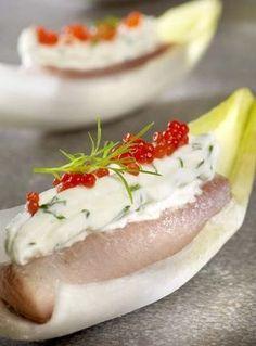 Hapje - Gekleurd witloofbootje met gerookte forel - Colruyt Culinair !