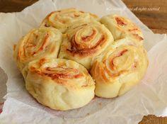 Torta rose di patate con prosciutto cotto e formaggio filante,un impasto senza lievitazione ottimo da servire per una cena informale