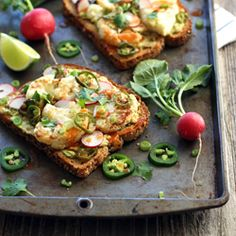 Spicy Avocado Cauliflower Toasts.  Make lunchtime exciting with these crispy, creamy, hot and spicy veggie topped toasts.
