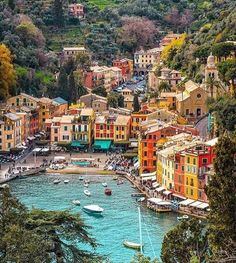 Circuits et séjours groupes pas chers en Italie - Voyage Groupe Pas Cher Dream Vacations, Vacation Spots, Italy Vacation, Vacation Places, Travel Around The World, Around The Worlds, Portofino Italy, Beautiful Places To Travel, Travel Aesthetic