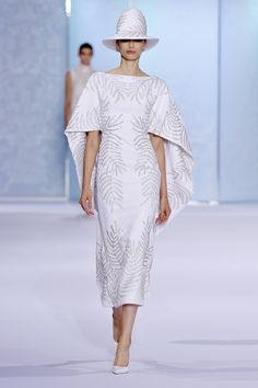 Ralph & Russo Couture Fall 2016 <span class='article-title-premium-container' style='font-size:.5em;display:none;vertical-align:middle;padding:.25em;margin: 0 0 0 .25em;'>Premium</span>