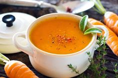 This carrot soup is fabulous and easy to prepare! Broccoli Soup Recipes, Cream Of Broccoli Soup, Greek Potatoes, Carrot Soup, Farmers Market, Thai Red Curry, Food And Drink, Yummy Food, Meals