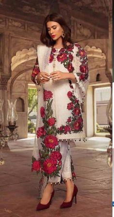 Eid Outfits Pakistani, Simple Pakistani Dresses, Pakistani Dresses Online, Pakistani Fashion Casual, Pakistani Bridal Dresses, Indian Fashion Dresses, Nikkah Dress, Pakistani Clothes Casual, Kurti Pakistani