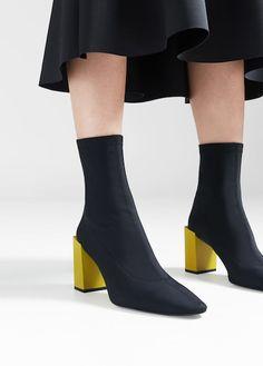 Kotníčkové boty na geometrickém podpatku
