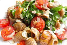 Zomerse pasta met honingkip en spinazie