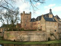 Kasteel Huis Bergh, niet alleen een prachtig kasteel! Probeer vooral ook de wandeling rondom het kasteel met de Layar-app van mijnGelderland.