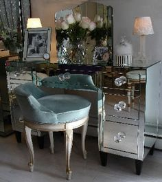 TPA Deco Vanity - love the glass fronts of bedroom furniture that is so prevalent in art deco Mirrored Furniture, Vintage Furniture, Mirrored Desk, Mirrored Bedroom, Nice Furniture, Furniture Movers, Furniture Design, Decoration Inspiration, Decor Ideas