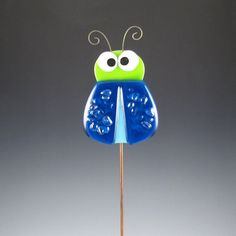 Bug Garden Stake Crazy Fused Glass Lime by AngelasGlassStudio Fused Glass Jewelry, Fused Glass Art, Stained Glass Art, Mosaic Glass, Glass Fusing Projects, Glass Garden Art, Glass Animals, Yard Art, Glass Ornaments