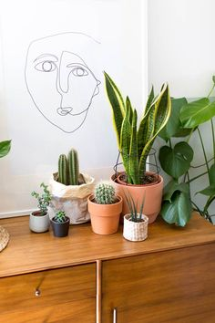 21 Tips to Make Your Tiny Living Room Feel Bigger - Brit + Co Simple Living Room Decor, Boho Living Room, Bohemian Living, Beach Cottage Style, Beach Cottage Decor, Tiny Living Rooms, Living Room Designs, Beach Cottages, Inspired Homes