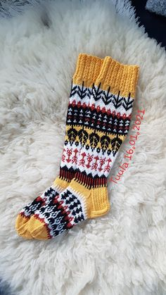 Awesome Socks, Cool Socks, Knitting Stitches, Knitting Socks, Wool, Diy, Knitting Patterns, Knit Socks, Bricolage