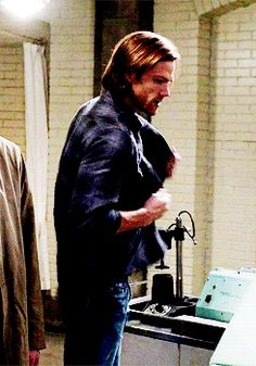 EVERYONE STOP AND LOOK alright carry on #SamWinchester #9x11 First Born