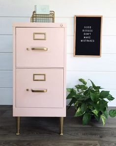 DIY office furniture - chalk-painted filing cabinet - home improvement . # filing cabinet # home improvement Home Office Furniture, Furniture Projects, Furniture Makeover, Home Projects, Diy Furniture, Painted Furniture, Furniture Design, Metal Desk Makeover, Furniture Plans