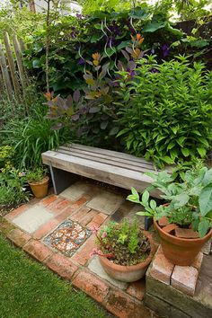 Restful garden spot...would be great in my potager garden