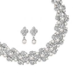White Imitation Pearl Fashion Choker and Earring Set