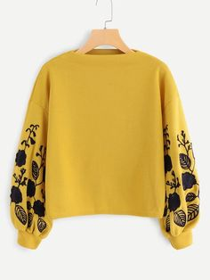 To find out about the Floral Embroidered Sweatshirt at SHEIN, part of our latest Sweatshirts ready to shop online today! Hoodie Sweatshirts, Sweatshirts Online, Sweat Style, Diy Trend, Embroidered Sweatshirts, Plus Size Sweaters, Bishop Sleeve, Fashion Mode, Fast Fashion