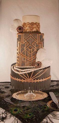 un gâteau de mriage dans l'esprit de #Gatsby ça fait son effet. #WeddingCake #GâteauDeMariae
