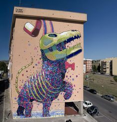 Spanish artist, Aryz, and his ability to go both outdoors for multi-storied murals, and into his studio for illustrative works. The kicker is that both indoor and outdoor works have intricate details, no matter how large the canvas.