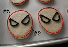 Outlining Spiderman Cookies - Visit to grab an amazing super hero shirt now on sale! Super Cookies, Iced Cookies, Royal Icing Cookies, Cupcake Cookies, Cupcakes, Spiderman Cookies, Superhero Cookies, Superhero Party, Galletas Decoradas Royal Icing
