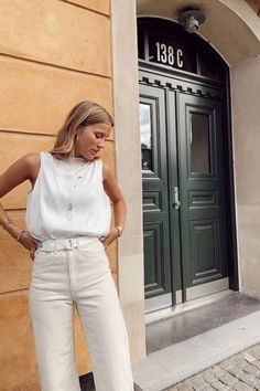All White Minimal Outfits For Summer , , White Outfits for summer Styling Inspiration All White Minimal Outfits For Summer. White Fashion, Girl Fashion, Fashion Dresses, Easy Style, White Summer Outfits, Minimal Outfit, White Suits, Ootd, All White