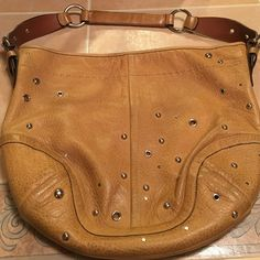 Authentic coach bag Good condition some discoloration in the color. Big bag! Can fit a lot Bags Shoulder Bags