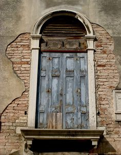 Wooden Doors – Amazing Pictures - Amazing Travel Pictures with Maps for All Around the World