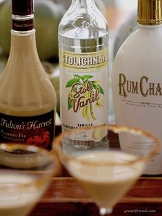 Rumchata Recipes, Martini Recipes, Alcohol Drink Recipes, Fun Drinks, Yummy Drinks, Beverages, Holiday Desserts, Holiday Recipes