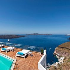 Santorini with its breathtaking view: Romantic Hotel Athina Luxury Suites - Fira, Greece