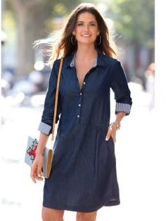 Shirt neck with tapeta of buttons up to the cut gathered of the hip. Yoke and board in the back. Simple Dresses, Casual Dresses, Fashion Dresses, Linen Shirt Dress, Jeans Dress, Mode Jeans, Embroidery Fashion, Dress Shirts For Women, Denim Top