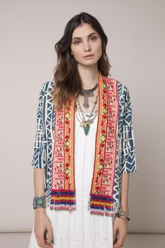 Saco Blulish Batik Fashion, Mod Fashion, Ethnic Fashion, Womens Fashion, Moda Kimono, Moda Boho, Kurti Designs Party Wear, Minimalist Fashion, Minimalist Style