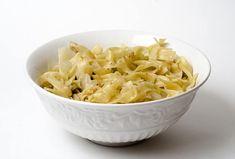 Varza rosie calita simpla sau cu mere | Savori Urbane Romanian Food, Romanian Recipes, Vegetarian Recipes, Cooking Recipes, I Foods, Love Food, Macaroni And Cheese, Foodies, Side Dishes